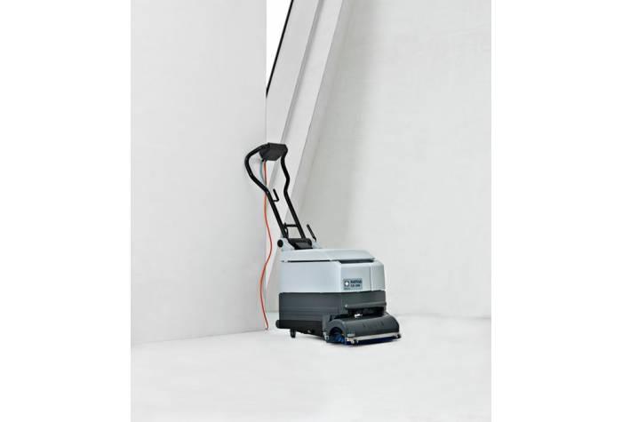 اسکرابر CA340 با ابعاد فشرده و وزن مناسب و دسته قابل تنظیم و جمع شده برای سهولت حمل و نقل