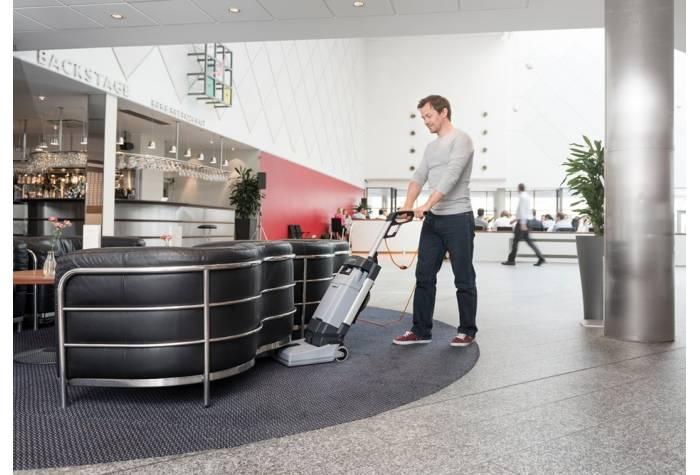 اسکرابر SC100 E با وزن ایده آل و بسیار سبک جهت حمل و نقل و هدایت راحت دستگاه کف شوی
