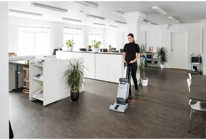 اسکرابر SC100 E یک گزینه کارآمد برای عملیات شستشوی روازنه محیط های اداری