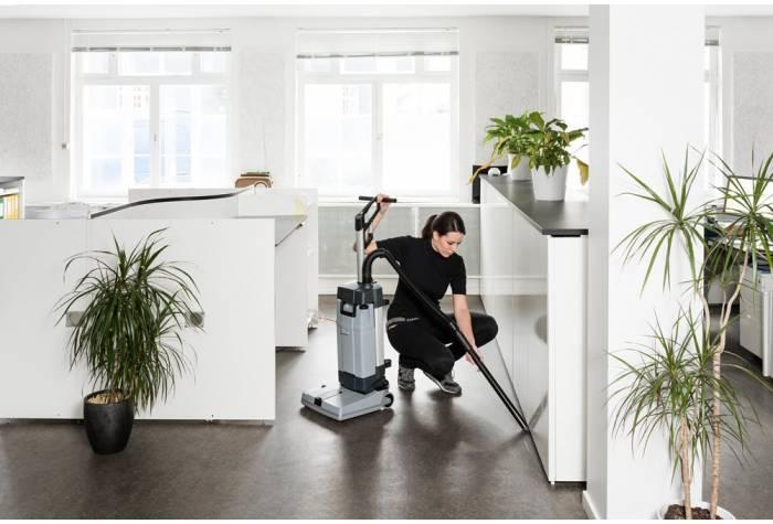 امکان تجهیز دستگاه اسکرابر SC100 E به لوله مکش مخصوص نظافت نواحی غیرقابل دسترس