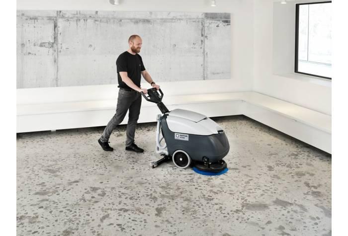 دستگاه اسکرابر SC400E با پهنای شستشوی مناسب و مخزن بزرگ بعنوان یک دستگاه کفشور کارآمد