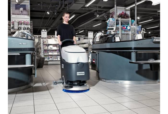 دستگاه اسکرابر SC450E بعنوان کفشوری مناسب برای شستشوی فروشگاه ها