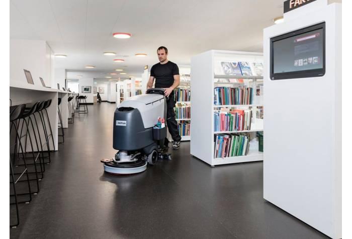 استفاده از دستگاه اسکرابر SC500 برای نظافت کتابخانه