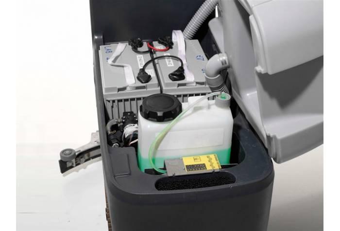 مخزن مجزا برای ماده پاک کننده در دستگاه اسکرابر  BA 551 D w/drive