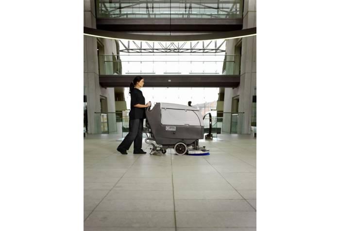 کاربرد دستگاه اسکرابر CA 551 بعنوان یک کفشور قدرتمند در هتل ها