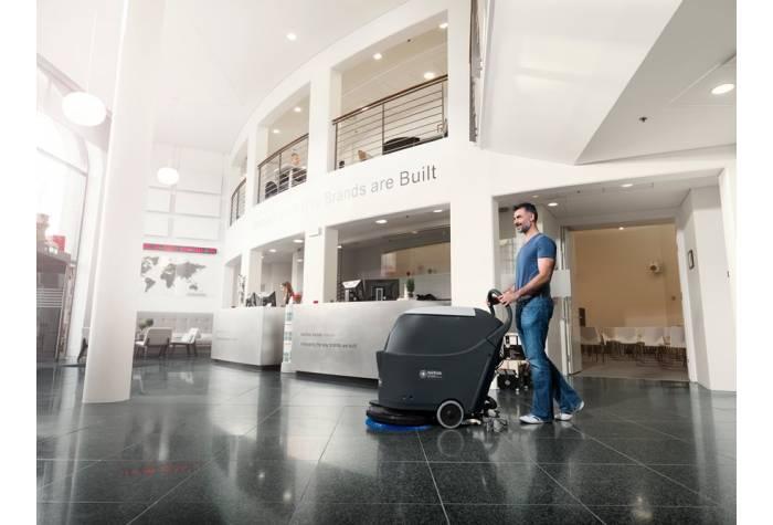 کاربرد دستگاه اسکرابر SC430 بعنوان کفشور فشرده در پذیرش هتل