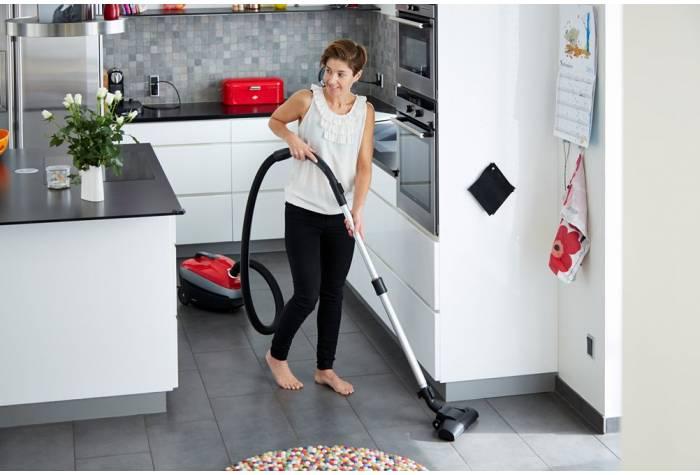 جاروبرقی نیلفیسک با قدرت مکش عالی غبار را از فرش و سطوح سخت به آسانی نظافت می کند