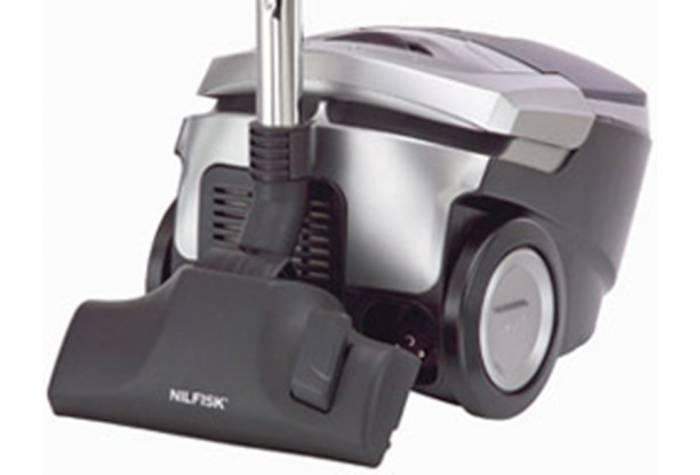جارو برقی خانگی با وزن سبک و حجم دستی به آسانی قابل حمل و جابه جایی است