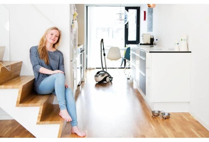 جاروبرقی خانگی با عملکرد قوی سبب سرعت و دقت در نظافت می شود