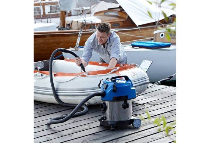جاروبرقی آب و خاک مناسب برای نظافت قایق می باشد و زمان نظافت را کاهش می دهد