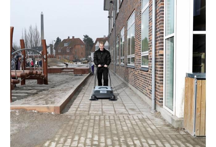 سوییپر SM800 یک جاروب مکانیکی برای جمع آوری زباله های جامد