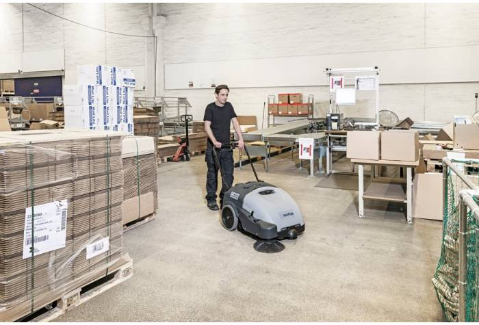 کاربرد سوییپر SW750 در محیط های سرپوشیده و متراکم به دلیل برخورداری از ابعاد کوچک