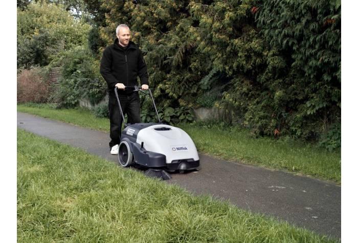 سوییپر SW750 یک جاروب خیابانی با ابعاد و وزن مناسب برای نظافت سنگفرش