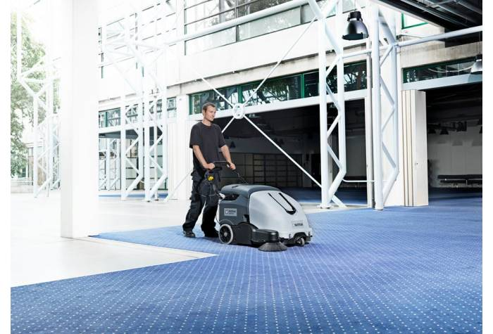 سوییپر SW 900 84 B یک دستگاه جاروب مکانیزه قابل کاربرد در فضای داخلی و خارجی