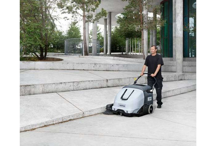 سوییپر SW 900 84 B یک ابزار نظافت کارآمد برای کاربرد در فضاهای باز