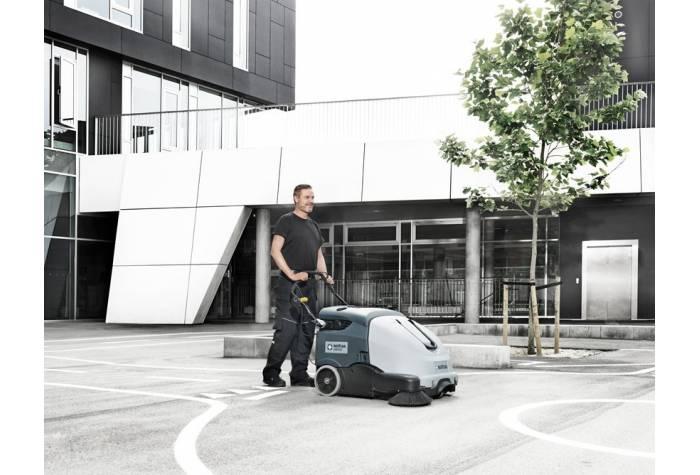 دستگاه سوییپر SW900 84P مجهز به مخزن زباله 60 لیتری با قابلیت جمع آوری ریزترین ذرات زباله