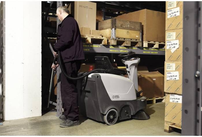 سوییپر SR1000 B  یک ابزار نظافت صنعتی کاملا کاربردی برای نظافت محیط های بزرگ