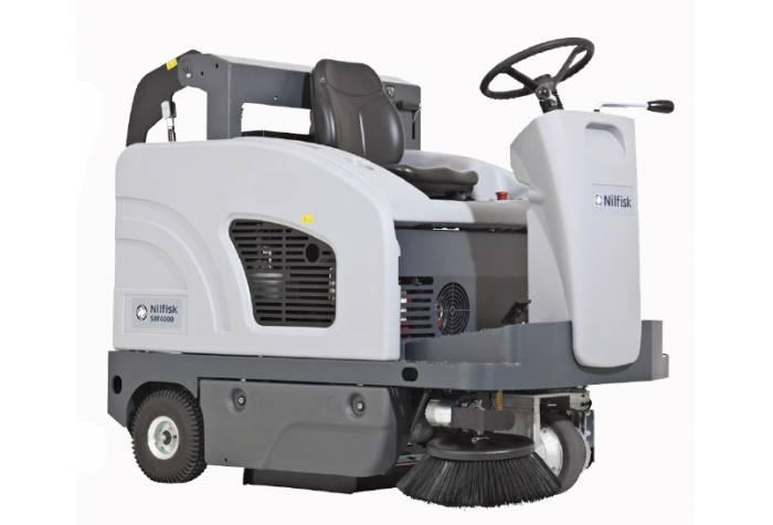 سوییپر SW4000 B یک سویپر باتری دار قدرتمند برای کاربرد در عملیات نظافت محیط های صنعتی