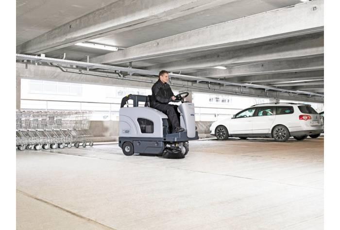 سوییپر SW4000 B یک دستگاه نظافت صنعتی مکانیزه ایده آل برای نظافت پارکینگ های بزرگ