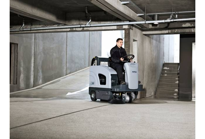 استفاده از سوییپر SW4000 LPG در پارکینگ های چند طبقه بعلت قابلیت حرکت بر روی سطوح شیب دار
