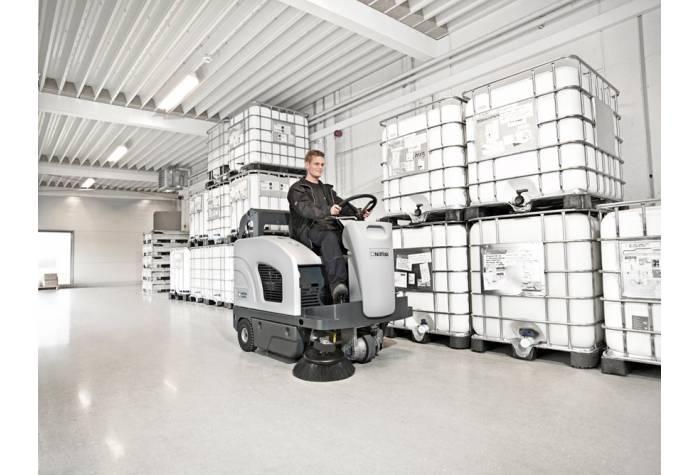 سهولت عملیات نظافت صنعتی در انبارها با سوییپر SW4000 LPG
