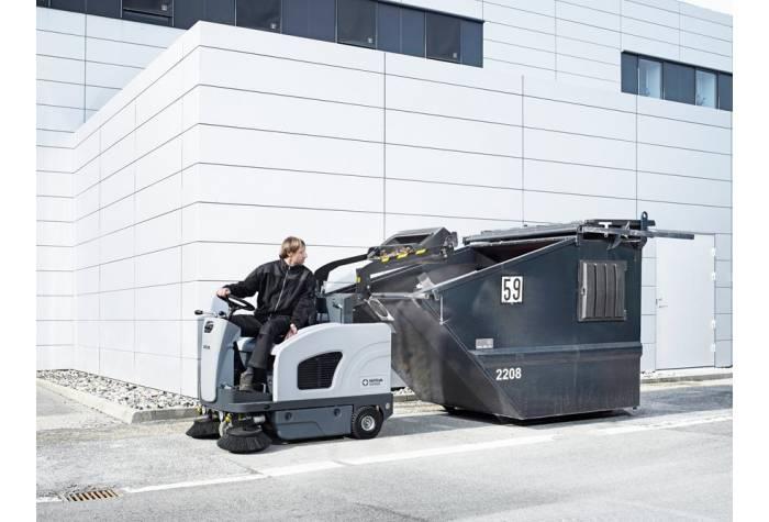 سیستم هیدورلیکی برای تخلیه مخزن در سوییپر خودرویی SW4000 P