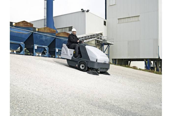 سوییپر SR1601 LPG دارای قابلیت حرکت روی سطوح شیبدار با شیب تا 25 درصد