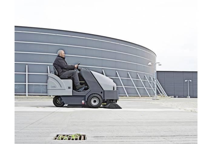 سوییپر SR 1601D MAXI دارای پهنای نظافت وسیع و مناسب برای کاربرد در محوطه های وسیع بیرونی