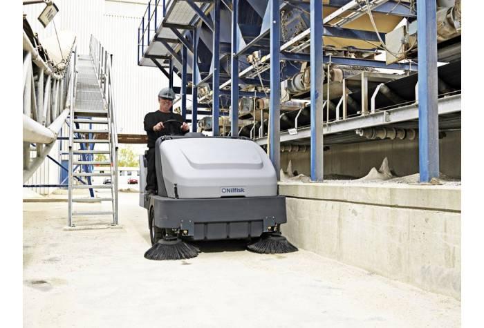 سوییپر خودرویی SR 1601 LPG MAXI دارای برس غلطکی و برس های جانبی بزرگ مناسب برای نظافت کارخانه های آل
