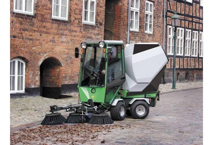 امکان تجهیز جاروب خیابانی Park Ranger 2150 به برس سوم برای افزایش پهنای نظافت
