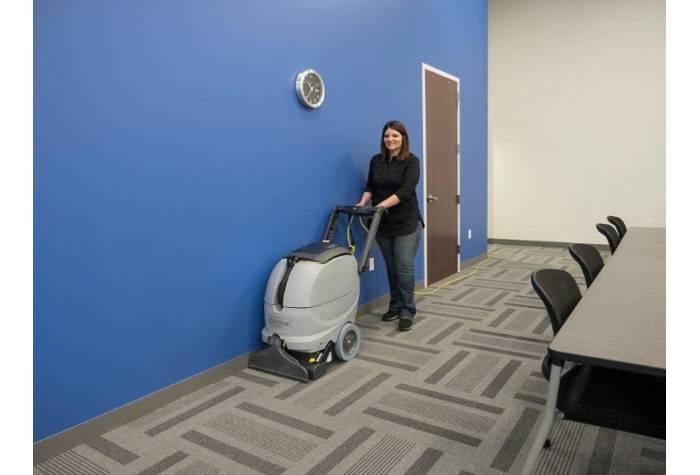 کاربرد دستگاه فرش شوی در شستشوی فرش اتاق جلسات